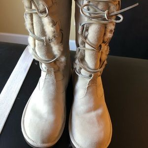 UGG lace up boots EUC - size 9 in ivory